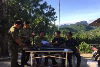 Tuyên truyền, vận động nhân dân các xã vùng đệm giao nộp vũ khí